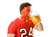 Ventilador de deportes Guzzling de la cerveza Imágenes de archivo libres de regalías