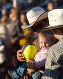 Ventilador joven del rodeo - hermanas, rodeo 2011 de Oregon Fotos de archivo libres de regalías