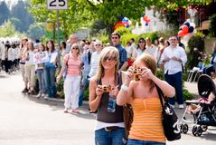 Ventiladores de Blake Lewis y muchedumbre del desfile Fotos de archivo libres de regalías