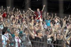 Ventiladores de fútbol en el estadio Fotografía de archivo libre de regalías