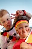 Ventiladores de fútbol alemanes jovenes Imágenes de archivo libres de regalías