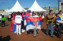 Ventiladores de futebol sérvios Imagens de Stock