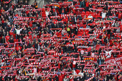 Ventiladores de Liverpool que celebran la taza de Carling Imagenes de archivo