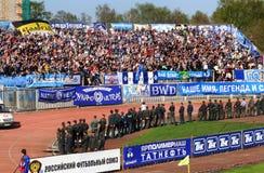 Ventiladores de Stadium.Football en tribuna Foto de archivo