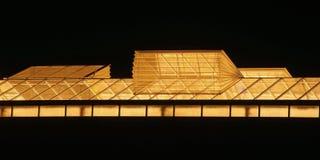 Ventilateur de serre chaude avec insectnetting au cours de la nuit image stock