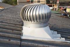 Ventilateur de toit sur le toit de l'industrie, Chiangmai, Thaïlande - 9 mai 2019 image libre de droits