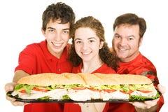 Ventilateurs de sports avec le sandwich géant images stock