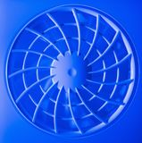 Ventilatietraliewerk en ventilator in blauw licht Royalty-vrije Stock Foto's