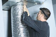 Ventilationsrengöringsmedelkontroll för damm på det royaltyfri foto