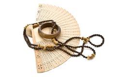 Ventilator, parels en armband. Royalty-vrije Stock Foto's