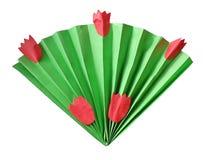 Ventilator van document in origamistijl die op een boeket van bladeren en tulpen lijken stock foto's