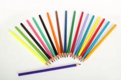 Ventilator van kleurenpennen op wit Stock Foto