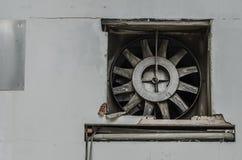 ventilator in verlaten fabriek Stock Afbeelding