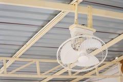 Ventilatore da soffitto bianco a Koh Kret Nonthaburi, Tailandia Fotografie Stock