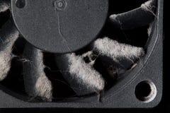 ventilatore del computer con le pale coperte di strato di polvere immagini stock libere da diritti
