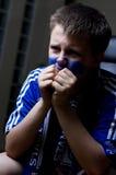 Ventilatore di Chelsea che guarda TV immagine stock
