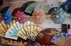 Ventilatore di legno ed ombrello della Cina Fotografia Stock Libera da Diritti