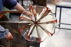 Ventilatore di vetro sul suo lavoro fotografia stock
