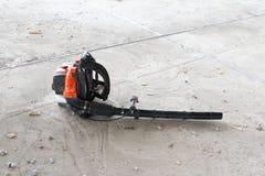 Ventilatore sui precedenti di un pavimento di calcestruzzo fotografie stock libere da diritti