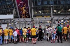 Ventilatorer skriver in stadionen Fotografering för Bildbyråer