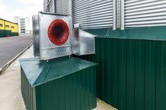 Ventilatori centrifughi per ventilazione del silo Grande silos d'acciaio Immagini Stock