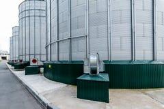 Ventilatori centrifughi per ventilazione del silo Grande silos d'acciaio Immagine Stock Libera da Diritti