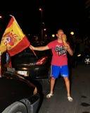 Ventilatori spagnoli che celebrano il campione del mondo di gioco del calcio Fotografia Stock Libera da Diritti
