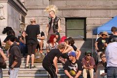 Ventilatori sul concerto del gruppo punk Immagine Stock
