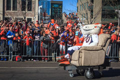 Ventilators die voor Super Bowl-Mascotte toejuichen Royalty-vrije Stock Fotografie