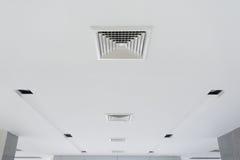 Ventilazione del soffitto dello stato dell'aria Immagini Stock