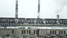 Ventile la vista de las construcciones complejas de la ingeniería de la fábrica química almacen de video