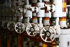 Ventile manuell im Produktionsverfahren Produktionsverfahren benutztes manuelles Ventil, zum des Systems, Betreiber zu steuern of stockbild
