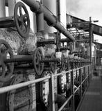Ventile und Rohre in der Industrie Stockfoto