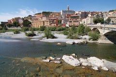 Ventimiglia landskap med det mångfärgade gamla huset Arkivbilder