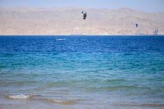 Vento che pratica il surfing nel Mar Rosso fotografie stock libere da diritti