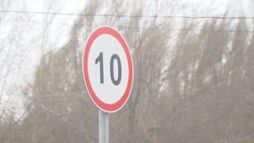 Vento de ondulação do sinal de estrada vídeos de arquivo