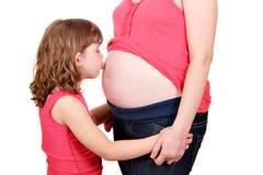 Ventre de baiser de petite fille Photographie stock libre de droits
