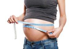 Ventre de mesure femelle enceinte, partie du corps Photographie stock libre de droits