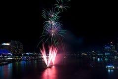 Ventunesimi fuochi d'artificio di compleanno del porto caro immagine stock