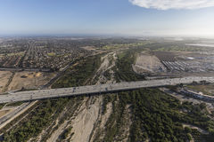 Ventura αυτοκινητόδρομος που διασχίζει τον ποταμό της Σάντα Κλάρα στοκ εικόνα με δικαίωμα ελεύθερης χρήσης