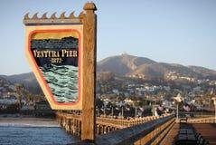 VENTURA, CALIFORNIË VERENIGDE STATEN - 26 JUNI, 2012: Teken van Ventura Pier bij de pijler Stock Foto's
