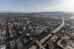 Ventura Freeway och Glendale Kalifornien antenn Arkivfoton
