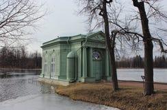 Venus Pavilion sur le lac blanc en parc de Gatchina, Gatchina Images libres de droits