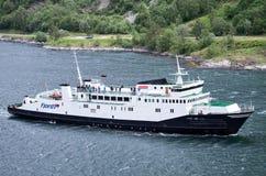 VEOY av Fjord1 på Geirangerfjorden, Norge Arkivfoton