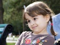 Verão da menina de Beautifull ao ar livre imagem de stock royalty free