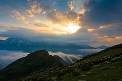 verão do por do sol da montanha Imagens de Stock