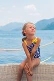 verão doce do mar do resto da menina em férias Foto de Stock