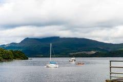verão em Loch Lomond perto de Luss, Escócia, Reino Unido imagens de stock