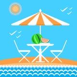 verão na praia Areia, sol, ondas do mar Foto de Stock