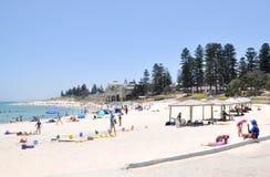 verão na praia de Cottesloe fotos de stock royalty free